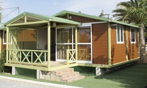 Terraza y exterior de bungalow para grupo Morea en Benidorm