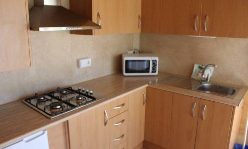Cocina del bungalow de grupo del Camping Alicante Armanello Benidorm