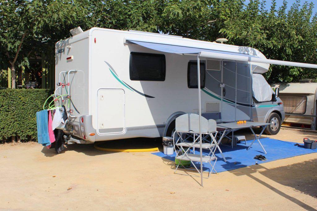 Parcelas para caravanas y autocaravanas camping alicante armanello