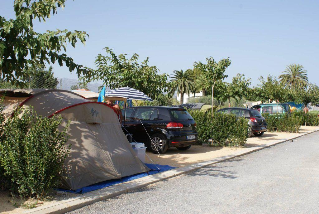 Parcelas para tiendas de campaña en camping benidorm