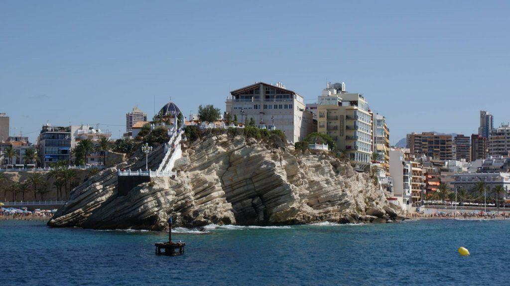 Mirador y Geiser de Benidorm desde el mar