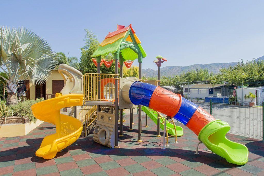 Parque infantil barco pirata camping armanello