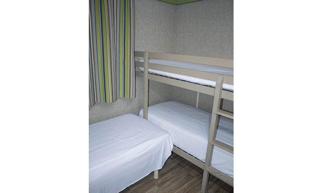 Camping armanello bungalow titom habitacion triple 1