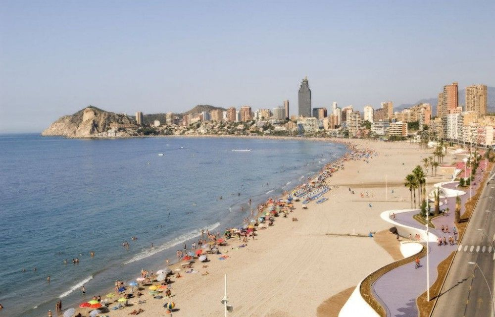 Picture of the poniente beach in benidorm with the bali hotel in the background