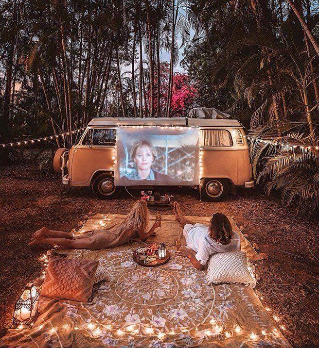 Decoración exterior con proyector en camper vw t2