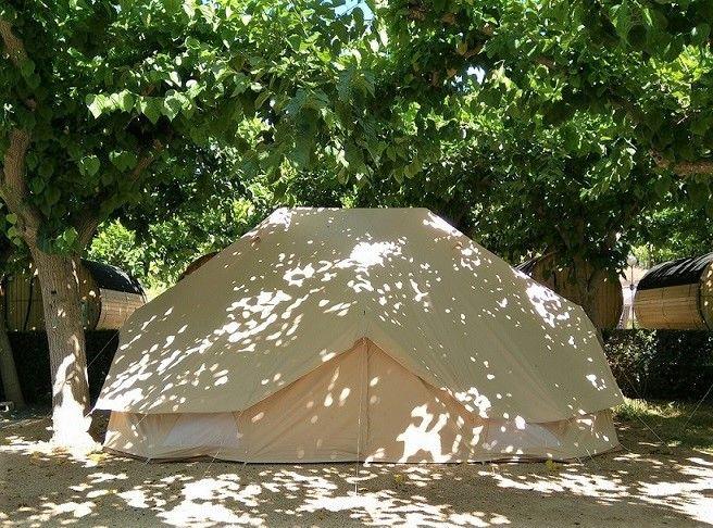 Camping con tiendas de alquiler