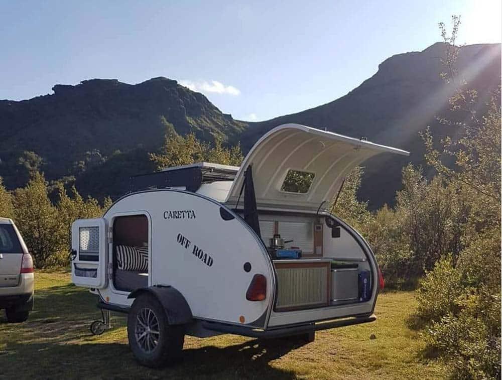 Mini caravana caretta 1500 off road en el exterior