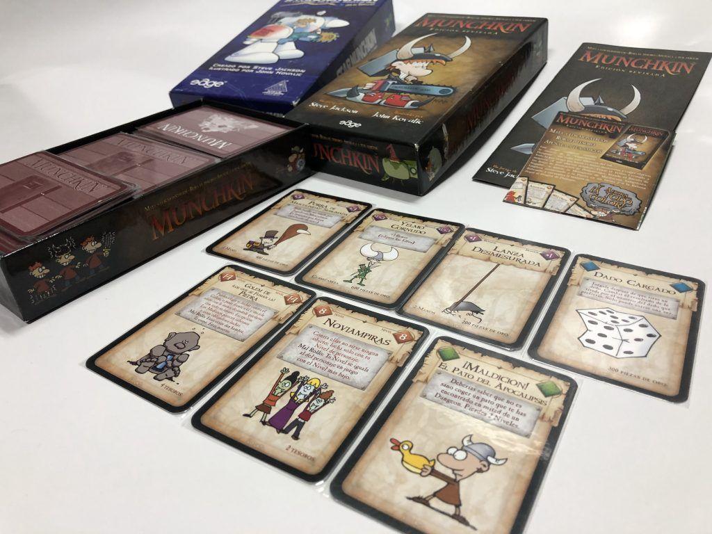 Caja de munchkin y cartas del juego para no aburrirse nunca
