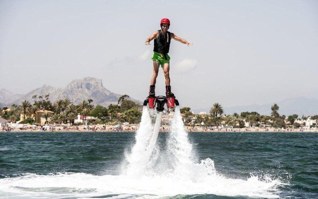 Actividades acuáticas en denia, flyboard