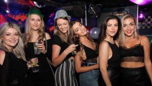 Fiesta en discotecas de zona inglesa de benidorm