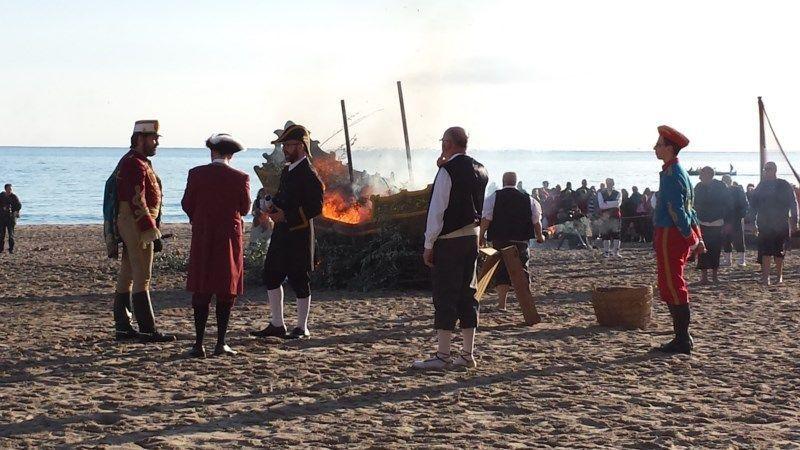 Representación del hallazgo de la virgen del sufragio en la playa de poniente durante el sábado