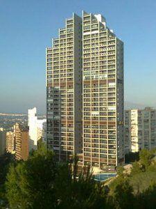 Mirador del mediterraneo à benidorm, l'un des plus hauts bâtiments de benidorm.