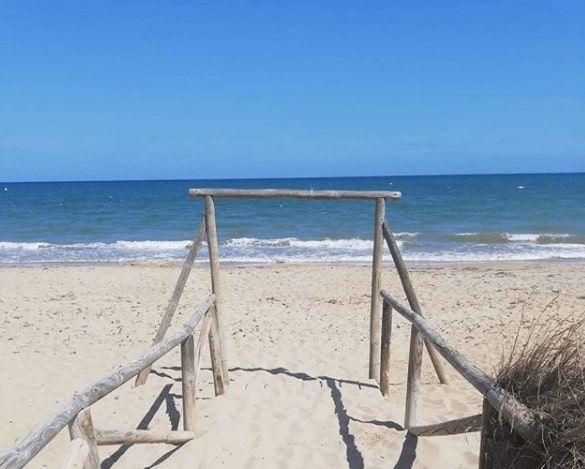 La plage d'el pinet à la marina