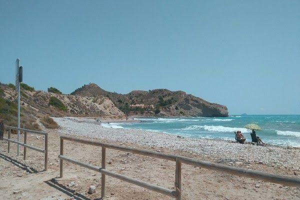 Der strand el xarco in villajoyosa lässt hunde zu