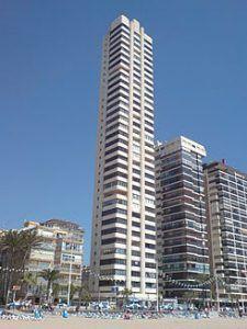 Gratte-ciel de benidorm sur la plage, torre levante