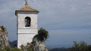 Tårn med klokke i slottet i guadalest