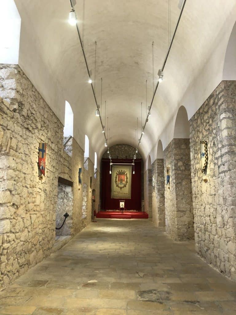 Interior castillo santa barbara
